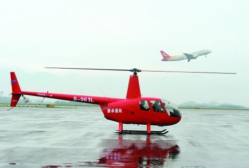昨桂林首架商务直升机成功试航