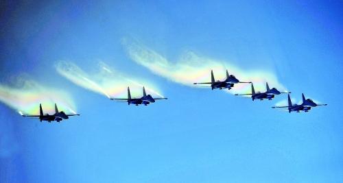 当日,珠海金湾机场迎来久违的蓝天,参加第