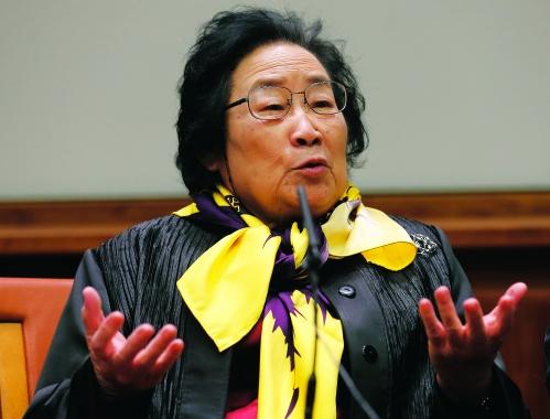 日呦呦屄_12月6日,2015年诺贝尔生理学或医学奖获得者之一,中国女药学家屠呦呦