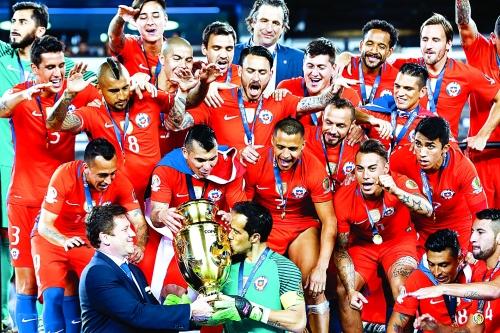 当日,2016年百年美洲杯决赛在美国新泽西举行,智利队与阿根廷