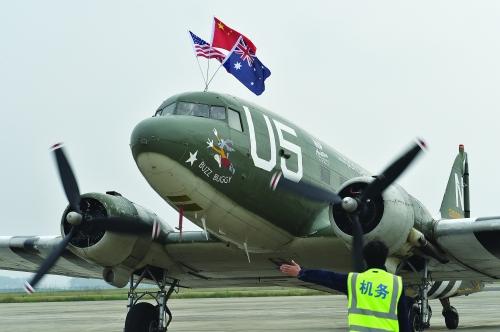 """美国""""飞虎队""""飞机飞抵桂林为梦想而来"""