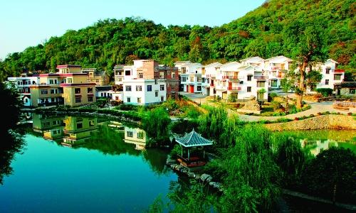 平安乡着力打造生态宜居乡村.图为美丽的黄岭新村.