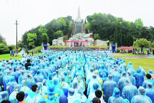 图为祭奠活动现场。记者唐侃 摄
