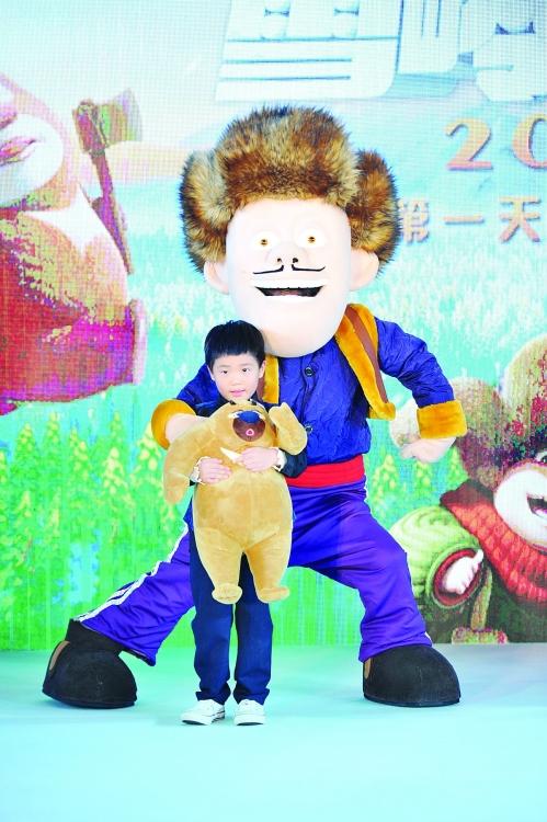 11月5日,曹格带着两个萌娃———grace(姐姐),joe一同亮相3d动画大