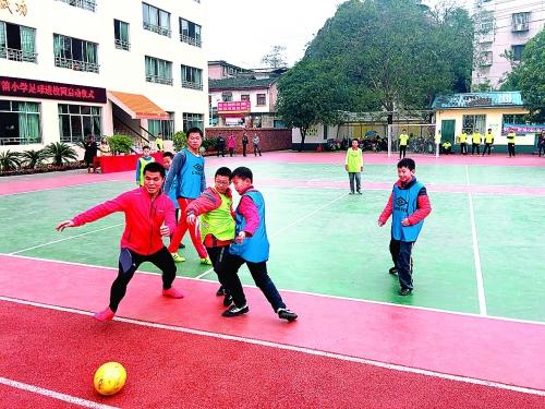 芦笛小学昨日举行足球进校园仪式