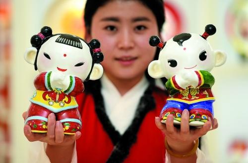 """中央美术学院的20余位专家对入围作品进行评审,选出""""春节吉祥娃娃""""—"""