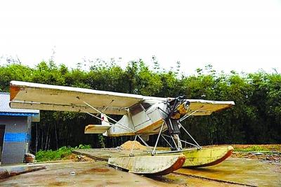 梧州一农民造了架水上飞机