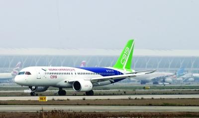 国产大飞机c919在上海浦东国际机场4号