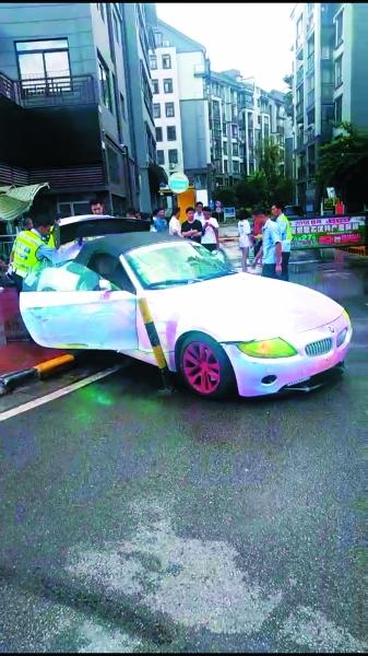 前些日子,一张鲁g牌的宝马车照片在桂林人的微信朋友圈流传