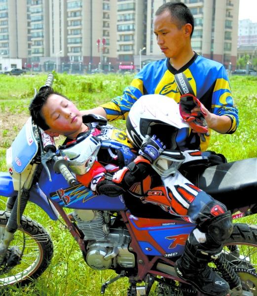 幼儿越野摩托车
