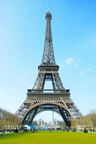 p;到了法国,埃菲尔铁塔