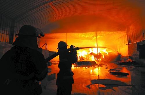 木材加工厂起火