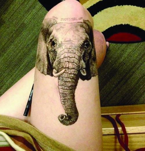 茱迪在大腿上的画作,被许多人误以为是文身-大腿作画 走红网络 美大
